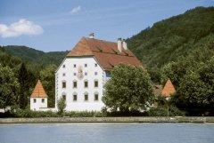 001Schloss-Obernzell-Donauansicht.jpg
